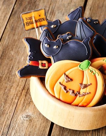 jack-o-lantern and black cat Halloween cookies